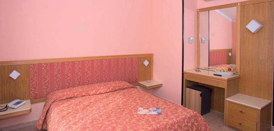 Club Hotel Villa Paradiso, Lake Trasimeno, Italy - bedroom.jpg
